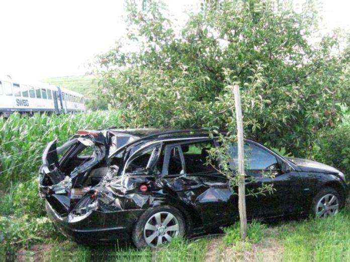 Unfall, Sasbach, Bahnübergang, Burkheim, Leiselheim,L 104, 11.7.2012, Zug, Bahn, Auto,