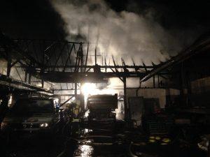 Feuer zerstört hundert Jahre altes Firmengebäude in Waldkirch