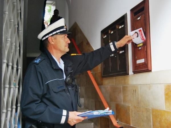junge getötet in freiburg polizisten verteilen flugblätter