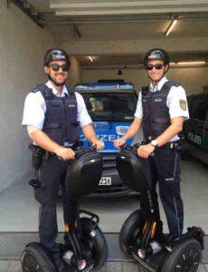 freiburger polizei mit segways auf streife