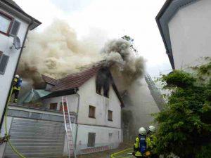 dachstuhl in müllheim fängt feuer